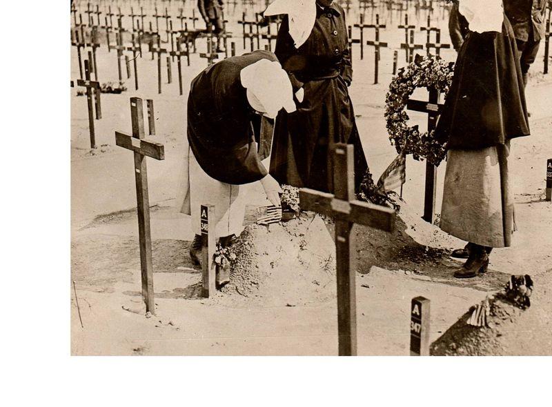 Women--WWI sister 2259