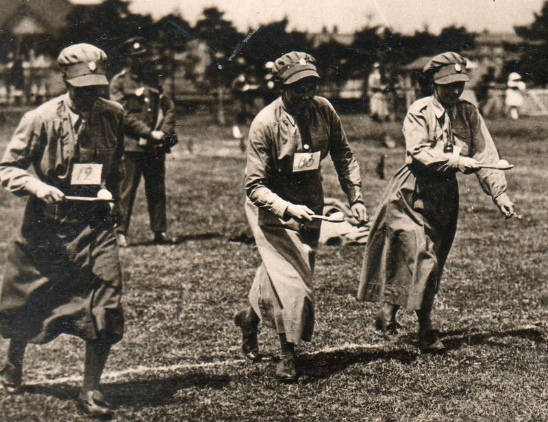 WWI--e--women--egg race det664