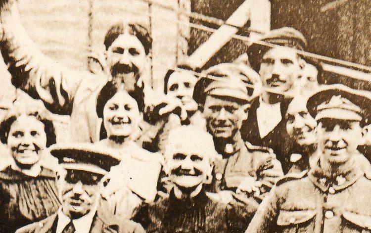 WWI--crowds--free town dete706