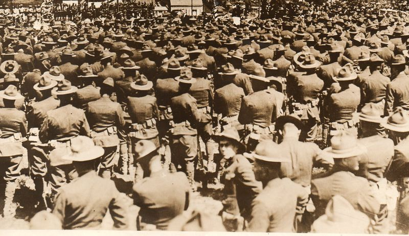 WWI--crowds--cemeteryb709