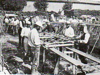 WWI--e--barbed wire making648