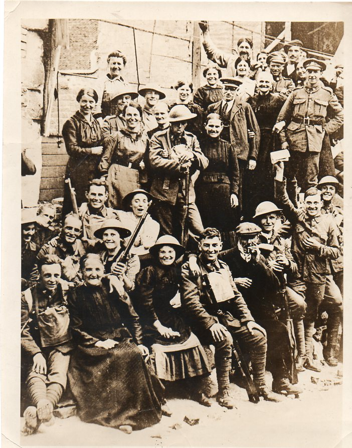 WWI--crowds--free town701