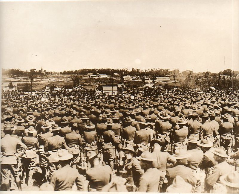 WWI--crowds--cemetery708