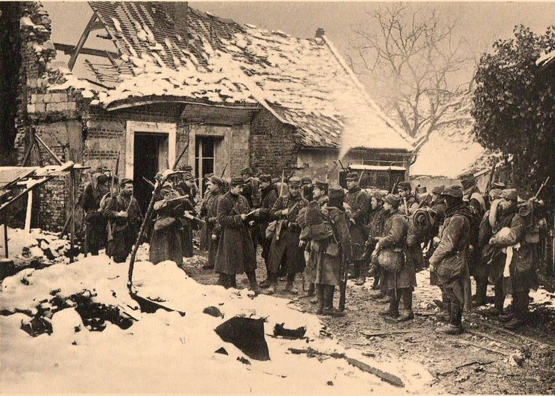 WWI photogravure--soldiers waiting059