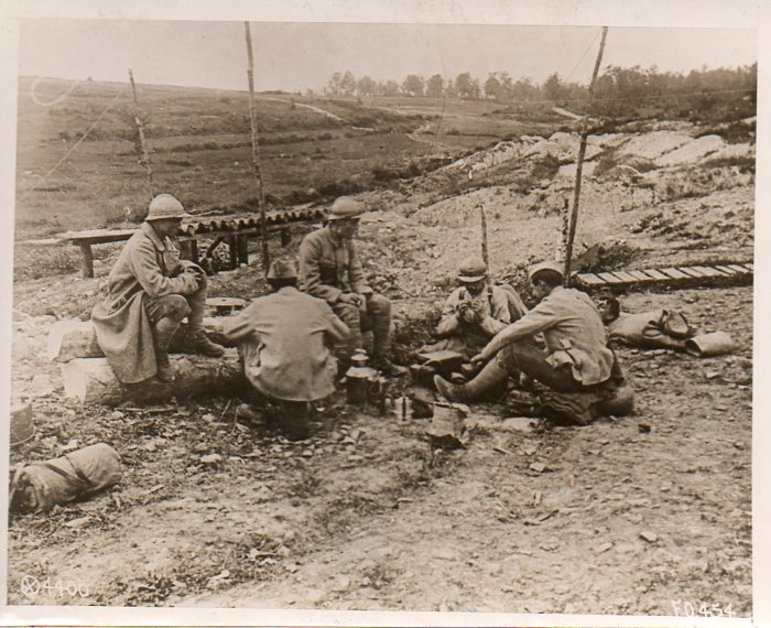 World War I photos--sewing in field297