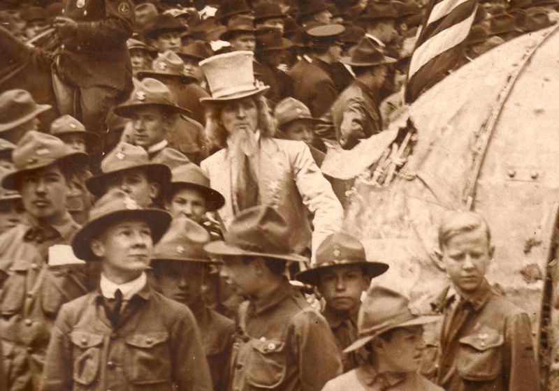 WwI--photos--flags parade c041