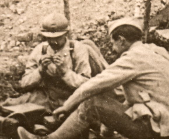 World War I photos--sewing in field298
