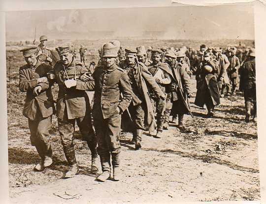 WWI--German prisoners--marching328