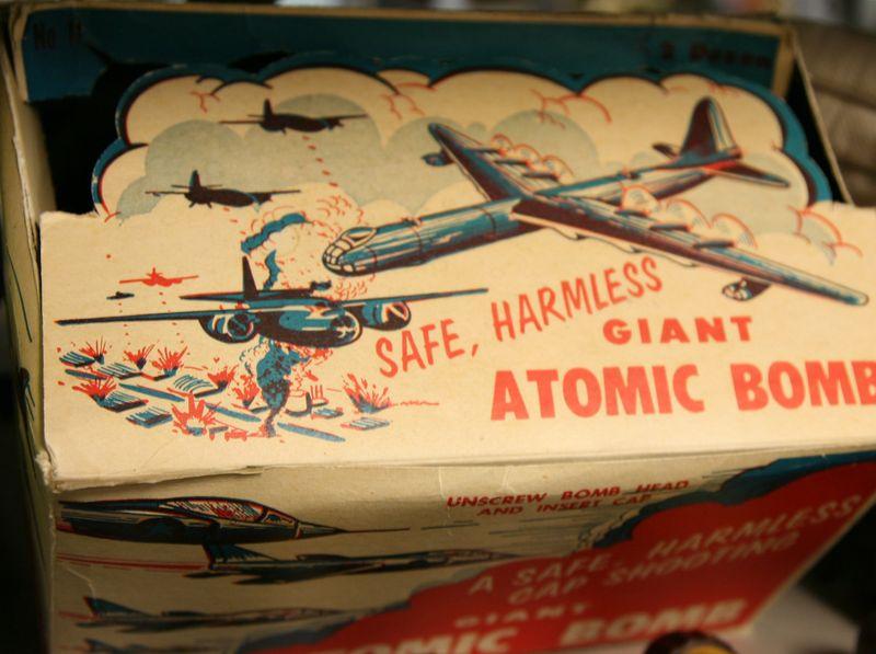 Atomic bomb toy