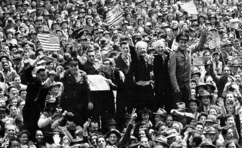 CROWDS ve dAY DETAIL