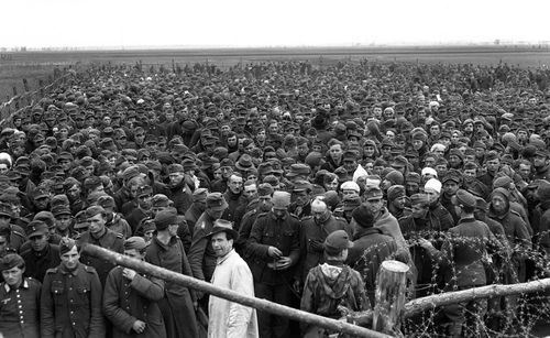 Crowds german prisoner
