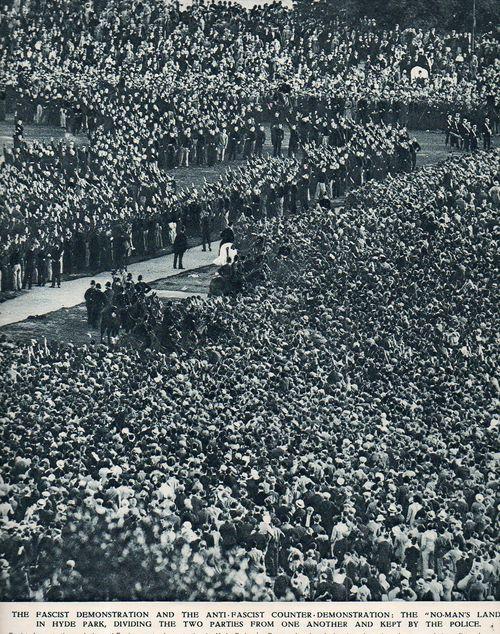 Crowds fascist104