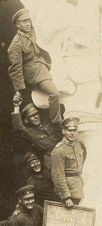 WWI--soldiers on moon det