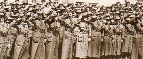 WWI Photo WOmen saluting174