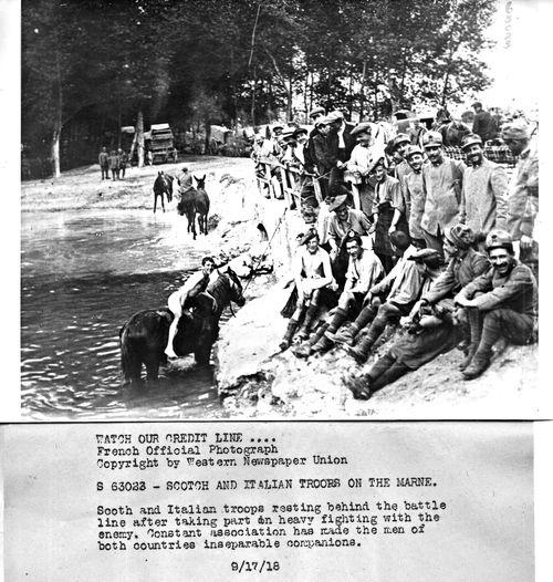 WWI   Bathing Marne086