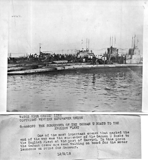 WWI Sub surrender085