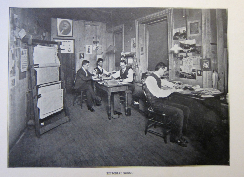 Daily PEople Editorial Room crowded